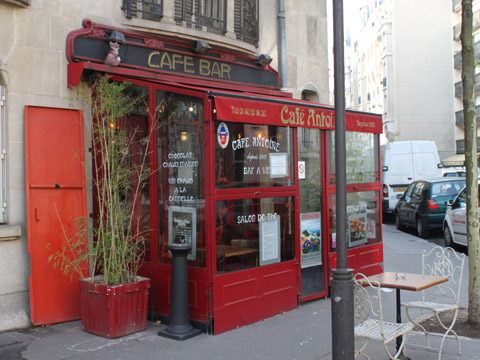 Tour Eiffel cafe guimard.jpg