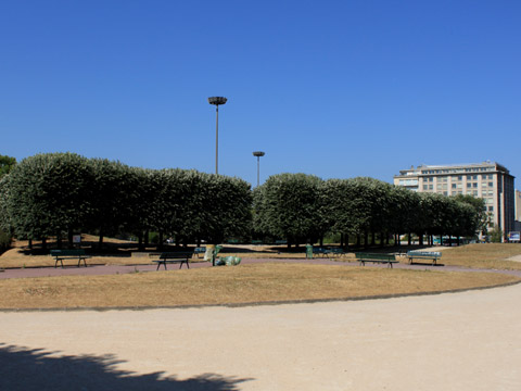 Bois de Boulogne square porte maillot.jpg