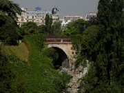 Buttes Chaumont pont suicides buttes chaumont.jpg