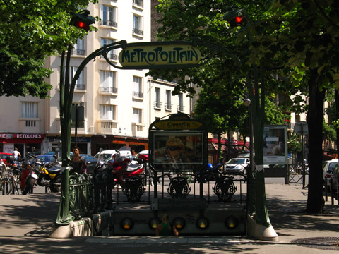 Charonne station gambetta.jpg