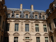 Place des Vosges hotel sully.jpg