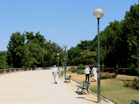 Tour Eiffel square branly.jpg