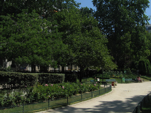Monceau square marcel pagnol.jpg